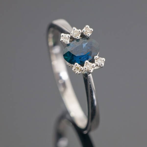 White gold ring with blue sapphire gemstone